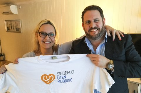 GODT SAMARBEID: Ragnhild Osen og Andreas Folkvord i SUM, Siggerud uten mobbing håper å komme i kontakt med flere morgenfugler som har lyst til å være til stede på skoleveien.