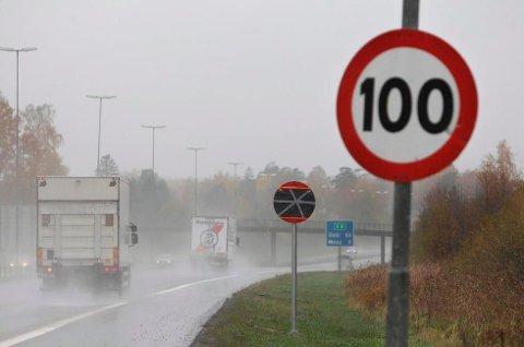 HØY FART: Fartsgrensen på E6 gjennom Østfold og Follo er 100 kilometer i timen. Follo-mannen kjørte i 150.