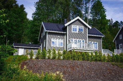 SOLGT: Nedre Bekk vei 20 på Nesset er solgt for 8.250.000 kr. Foto: Åsmund Austenå Løvdal