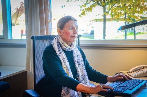 HOLD UT: – Selv om det kommer en vaksine, må man ikke slappe av, understreker kommuneoverlege Sidsel Storhaug i Ås.