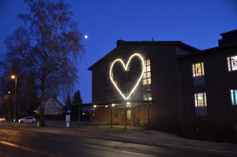 Dette hjertet pryder nå veggen på Ski skole.