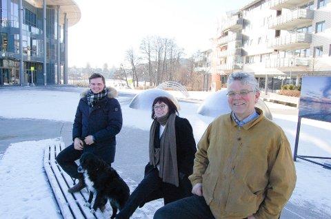 KJEDELIG TORG: Dette trekløveret har mange forslag til hvordan utendørstorget på Kolbotn kan gjøres til en interessant møteplass. Fra venstre: Simen Simensen, Bibbi Neergaard og Asle Simensen.