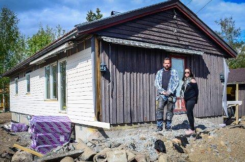 SØKER: Gøran og Helene Nøstvik søker om å få leie ut huset på Ås til studenter, men sier til Ås Avis at planen er å flytte inn selv om noen år. Nå skal politikerne avgjøre saken.