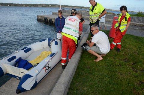 Eieren av båten, Tom Blestad, undersøker båten etter at den ble hentet til land