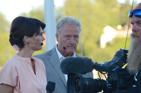 Programlederne Børge Akerø og Jeannette Platou under prøver til sendingen fra Larvik lørdag.