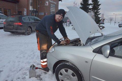 Anders Gui hos Larviking måtte trå til for å hjelpe en kvinne som bare var en kort tur på butikken torsdag formiddag