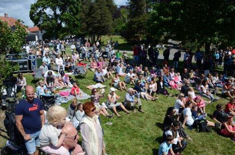 Populært: Folkefesten i fjor trakk svært mange til Tollerodden. Arrangøren har ambisjoner om å trekke ennå flere i år.