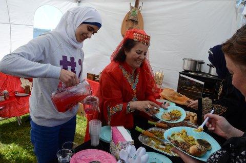 Hiam Al-Chirout var en av dem som serverte mat fra sitt hjemland på Tollerodden