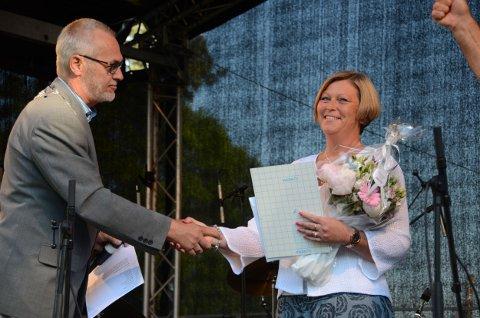 Årets medarbeider: Marianne B. Skalleberg og ordfører Rune Høiseth