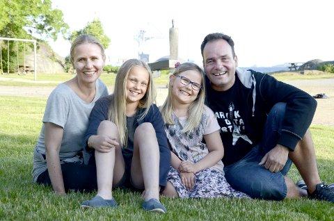Lederkvartett: Fire som skal dra i land folkefesten til helgen. Fra venstre: Hege Voll Midtgaard, Eila Aartun Nord, Vilja Voll Midtgaard og Olav Rønneberg.