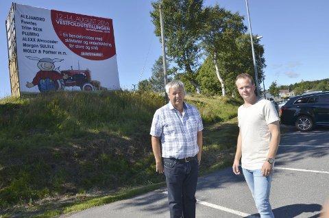 Tok opp tradisjon: Håkon, til venstre, og Andreas Stensvold tror Vestfoldutstillingen har sin plass, også fremover. Foto: Bjørn-Tore Sandbrekkene
