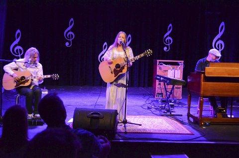 Vakkert: Søsknene Narum leverte en svært nær og god konsert på Galeiscenen torsdag kveld. Foto: Bjørn-Tore Sandbrekkene