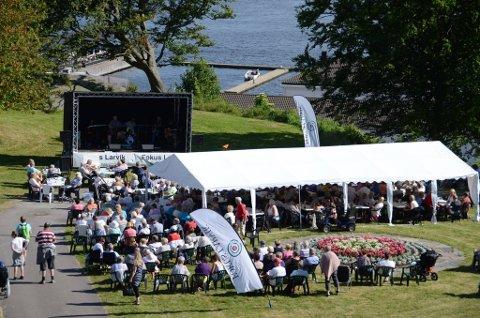 Populært: Nærmere 400 på Allsang på Bøkkerfjellet lørdag.