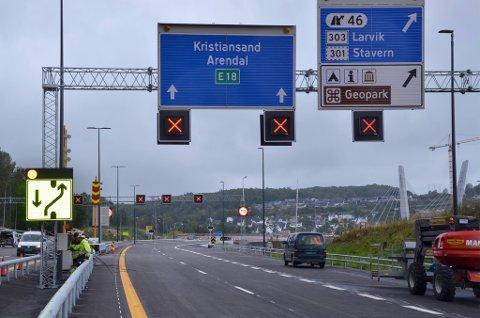 Tester: Det gjøres nå omfattende tester både i Larvikstunnelen og utenfor tunnelåpningene på nye E18