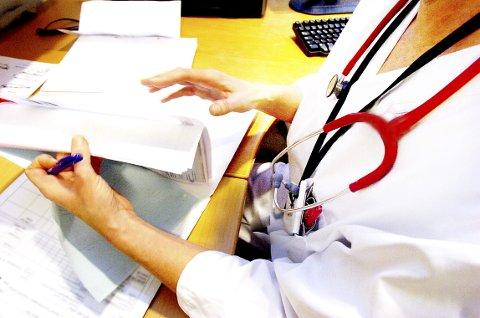 BER OM DOKUMENTASJON: Fylkesmannen har bedt om å få oversikt over journalene til alle pasientene som er en del av bekymringen, alle avviksmeldinger, en redegjørelse for hvordan kommunen har fulgt opp avviksmeldingene, og kopi av referater fra møter mellom legen og kommunen.