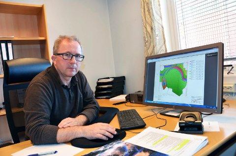 SLÅR TILBAKE: Arne Nicander har holdt seg lavt i striden om hytta på Lamøya. Men nå slår han tlbake via advokaten sin.