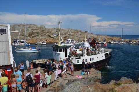 MANGE GJESTER: Det ble mange ekstraturer på grunn av det store antallet av passasjerer som ønsket å benytte seg av rutebåten.