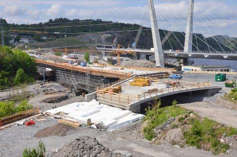 I RUTE: Arbeidet med Hammerdalen bru er i rute. Neste uke starter arbeidet med å fjerne forskallingen.