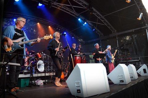 FESTIVAL: I flere generasjoner har band fra Larvik gått sammen og laget festivalfølelse. Nå er det igjen kalrt for festkveld med de gode gamle guttene, og et par jenter.