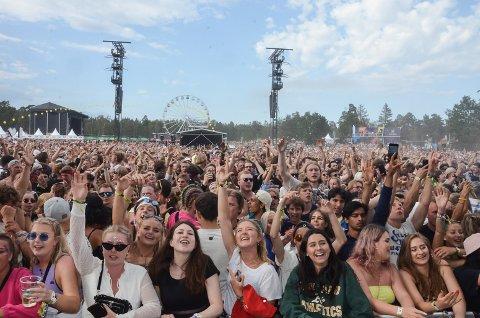 ALKOHOLFRI START? Publikum begynner å bli vant til å komme til stengte kraner på Stavernfestivalen åpningsdagen. I år ble skjenkebevillingen inndratt i én time, neste år kan det bli to.