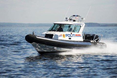 SYNLIG: Politiet, Tolletaten og Forsvaret vil patruljere i Ytre Oslofjord i påsken. Folk som beveger seg over riksgrensen må i 14 dagers karantene når de kommer hjem.