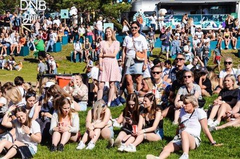 FESTIVALSOMMER: Stavernfestivalen trekker tusener av mennesker til Larvik hvert år. Bildet er fra fjorårets festival.