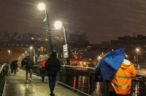 STORM I KASTENE: Torsdag slår høstværet innover kommunen. Det blir store mengder med regn og vind.