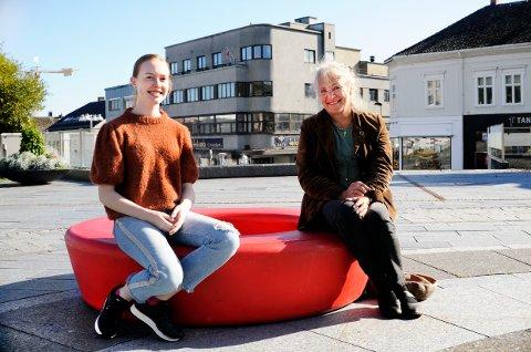 KULTURPRIS-VINNERE: Rebecca Nøstrud Isaksen og Dyveke Bast, to damer med et brennende engasjement for kultur, er tildelt hver sin kulturpris fra Larvik Kommune.