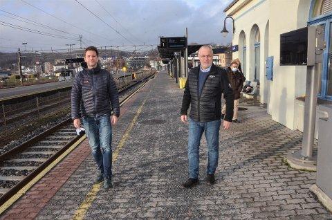 FRYKTER BYUTVIKLING BLIR HEMMET: Både Truls Vasvik, til venstre, og Rune Høiseth sier det nå blir viktig å sørge for at utbygging av dobbeltspor helt til Skien kommer med i Nasjonal Transportplan.