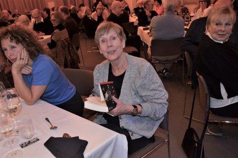STOLT VINNER: Forfatter Karin Fossum fra Sandefjord tok hjem den første utgaven av nyopprettede Bøkekrimprisen i Larvik.