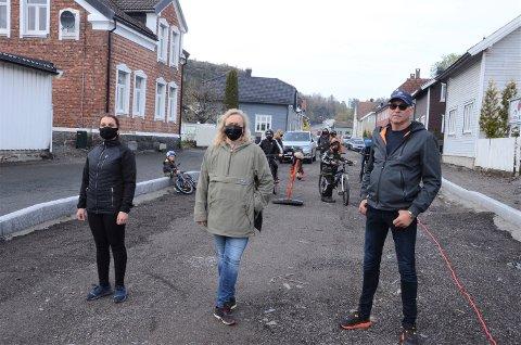 FRYKTER ULYKKER: Reipbanegata på Torstrand er nå snart klar for gjenåpning. Beboere og velforening frykter ny trafikkløsning vil skape ulykker i gata. Fra venstre: Venous Asad, Vicky Maria Hvidsten og Martin Trondsmoen.
