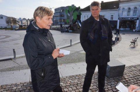 UTBRUDD: – Jeg tror muligens én klasse til må i karantene, sier Guro Winsvold, her fotografert sammen med ordfører Erik Bringedal under et ØP-intervju tidligere i år.