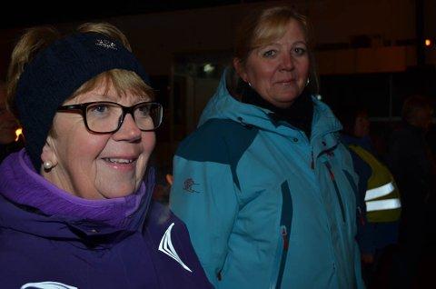 ULVESONA MÅ VEKK: Klar tale fra Ap-politikerne Margrethe Skjærbæk og Lillian Skjærvik, som begge deltok i fakkeltoget. (Foto: Bjørn-Frode Løvlund)