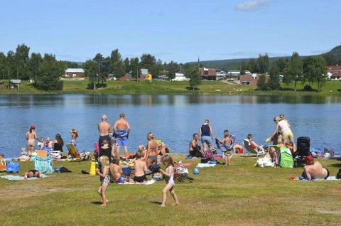 SKAL UTBEDRES: Det settes av 160.000 kroner til å utbedre badeplassen på Sagtjernet. (Foto: Håvard Hofstad Ruud)