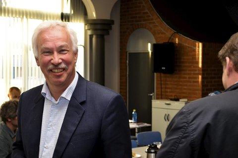 ØKER: Ordfører i Åmot, Ole Gustav Narud, hadde ideen til å motivere studenter til å melde flytting til Åmot. Det har gitt et godt tilskudd til kommuneøkonomien.