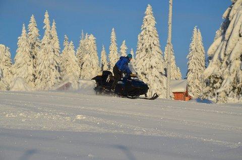 FORNØYELSESKJØRING: Er fornøyelseskjøring med snøskuter kommet for å bli i Rendalen? Det vil vise seg torsdag.