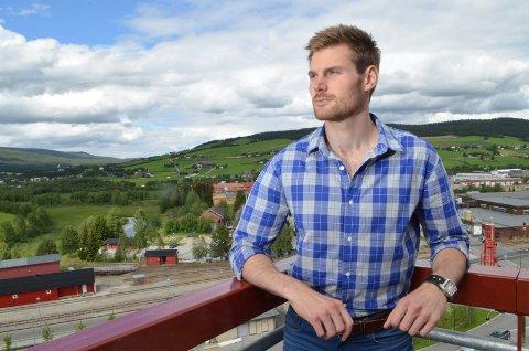 OVERLEVDE: Varaordfører Nils Kristen Sandtrøen på Tynset overlevde Utøya-tragedien, men mistet fem venner. – Jeg er takknemlig for å ha overlevd, sier han.