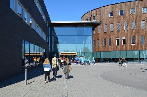 SKAL EVAKUERES: Hele Terningen Arena skal evakueres under en stor kriseøvelse onsdag. (Foto: Bjørn-Frode Løvlund)