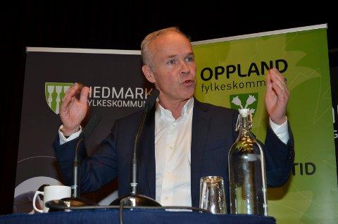 INGEN SVAR: Kommunal- og moderniseringsminister Jan Tore Sanner (H) hadde heller ikke torsdag noen konkrete svar til Hedmark og Oppland om hvor hovedsetet for den nye fylkeskommunen bør ligge. (Foto: Bjørn-Frode Løvlund)