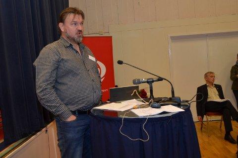 HJALP TIL: Halvor Sveen hjalp til med å sikre flertall for ulvesonen i Hedmark Ap. Her sammen med nyvalgt fylkesleder Knut Storberget.