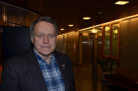 VEKK MED ULVESONEN: Helge Thomassen, leder i Hedmark pensjonistparti, vil ha vekk ulvesonen. (Foto: Bjørn-Frode Løvlund)