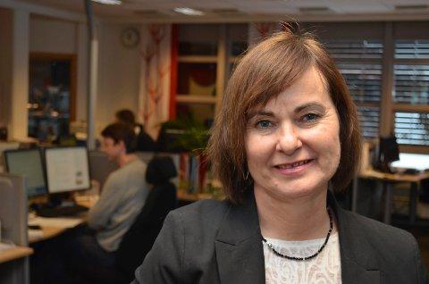 SPENT: Inger Johanne Solli, distriktsredaktør i NRK Hedmark og Oppland, er spent på hvordan NRK-lytterne vil reagere på overgangen til DAB+. (Foto: Bjørn-Frode Løvlund)
