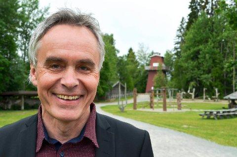 INVITERER: Stig Hoseth, konstituert administrerende direktør i Anno museum, inviterer næringslivet og kommunene til å bidra til å sette i stand antikvariske bygninger over hele fylket. (Foto: Bjørn-Frode Løvlund)