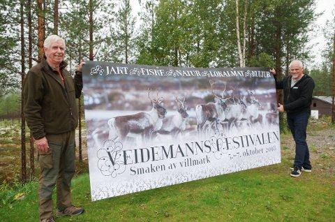 KLART FOR FESTIVAL: 5. -7. oktober går Veidemannsfestivalen av stabelen i Rendalen. Det blir aktiviteter både på Åkrestrømmen og rundt om. Næringsforeningsleder John Fiskvik til venstre, kultursjef Per Ivar Strømsmoen til høyre. Foto: Tonje Hovensjø Løkken
