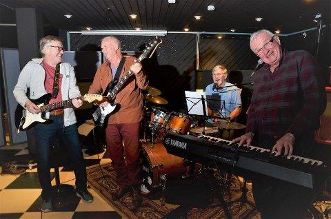 TRÅR TIL IGJEN: De var det heteste rockebandet på Rena på midten av 60-tallet. Nå er de klare for Rena rock 5. januar. Fra venstre; Tore Torgersen, Trond Sandbeck, Per Vangli og Pål Edin.