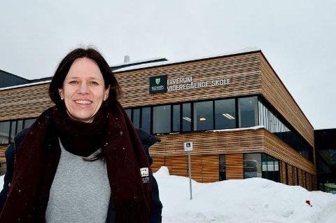 GODT INNTRYKK: Margrethe Hammer Mobæk er ny rektor ved Elverum videregående skole. Hun sier hun er blitt svært godt tatt imot av elever og ansatte. (Foto: Bjørn-Frode Løvlund)