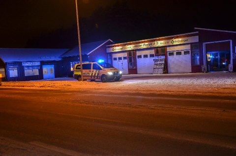 PÅKJØRT: Kvinnen ble påkjørt her, ved Byggtorget og Trelasten (gamle Karosseriverkstedet) da hun skulle krysse Trysilvegen på Løvbergsmoen i januar i fjor. Foto: Randi Undseth