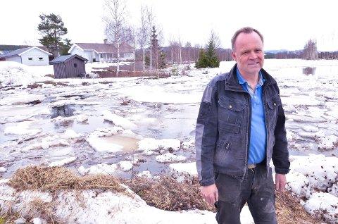 ISGANG TIL BESVÆR: I 1920 tok isgangen alle bygningene på Arnesva gård nord for Koppang. - Isgangen bekymrer også nå, men nå går det nok bra, sier eier Olav Follstad