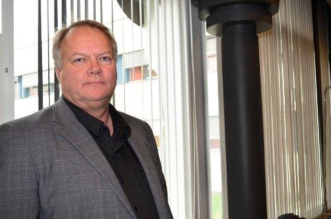 FØLGER MED: Tom Østhagen, pasient- og brukerombud i Hedmark og Oppland, følger med på konsekvensene av krisen i sykehusøkonomien. (Foto: Bjørn-Frode Løvlund)