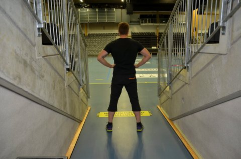 INSPIRERT: Robert Paulsbyen på veg inn i Terningen Arena der han skal gå VM-kamp mot kroaten